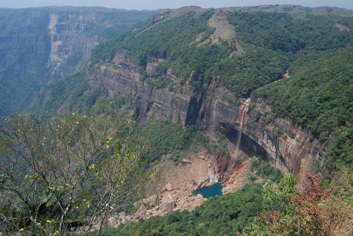 nokhlikai falls